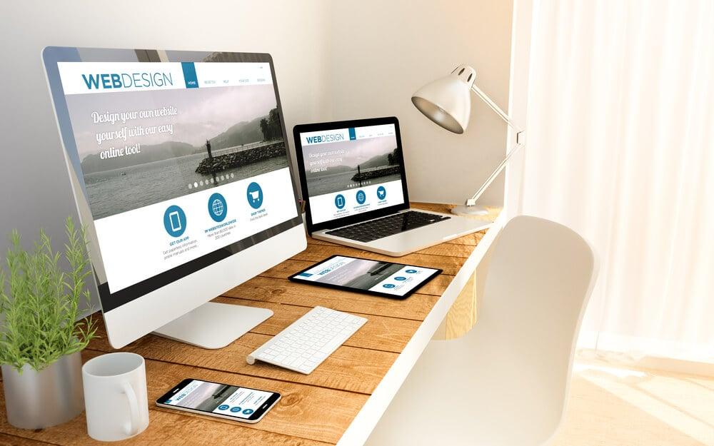 site responsivo sobre web design sendo acessado em diferentes dispositivos