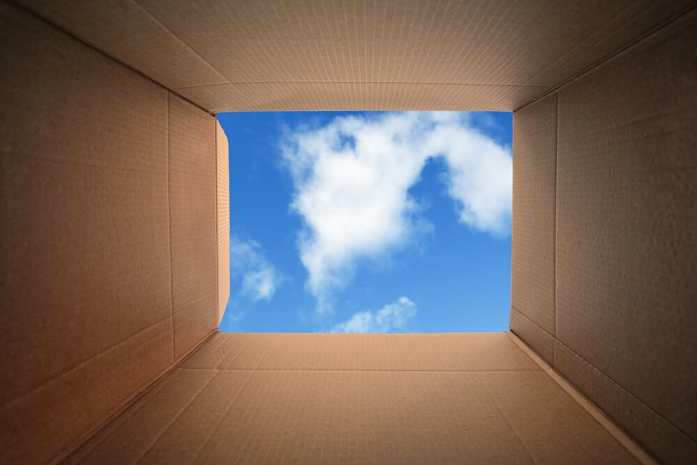 visão do céu de dentro da caixa