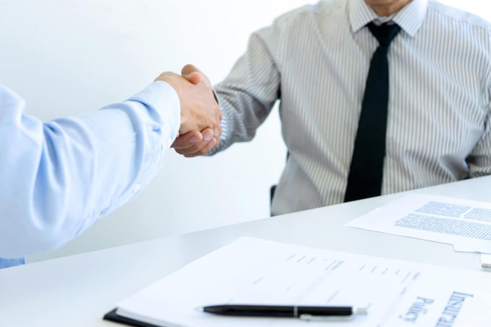 atendimento de profissional ao cliente