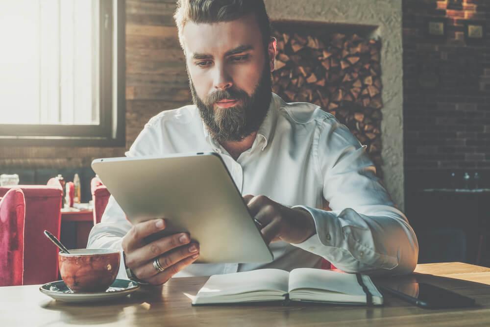 atendimento online por tablet de profissional sério