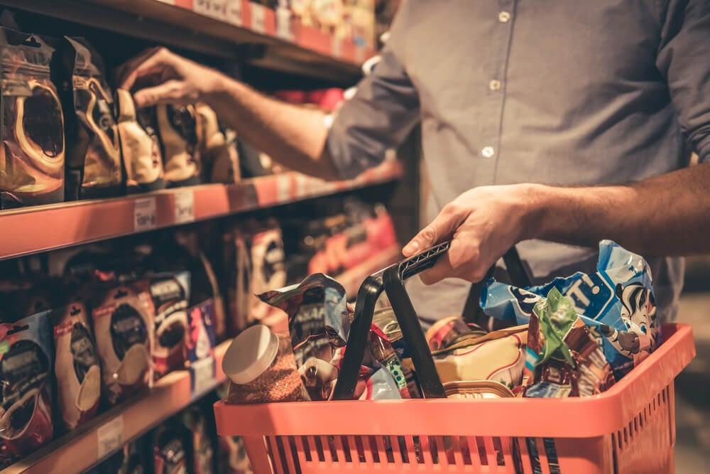 cesta de compra em mercado de varejo