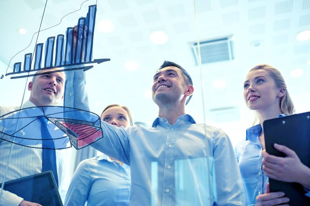 equipe de vendas tendo sucesso em empresa