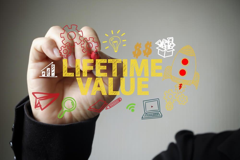 ilustração assinalada por profissional sobre limetime value