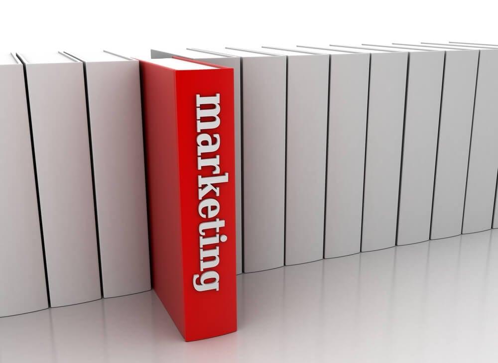 livro em destaque em vermelho com título marketing