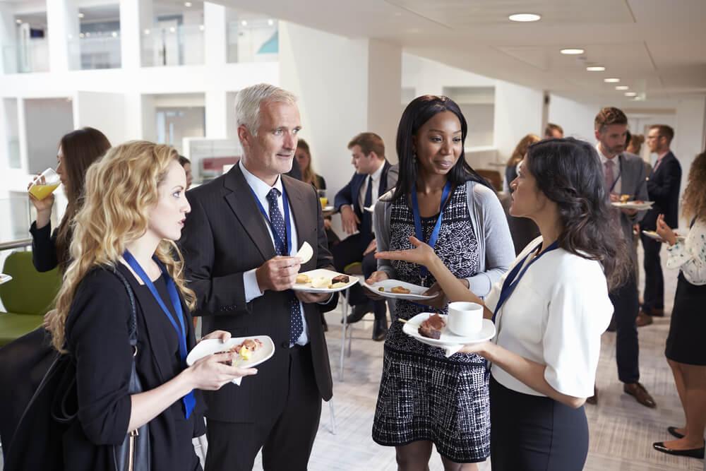 uma dica de vendas networking entre profissionais de empresas