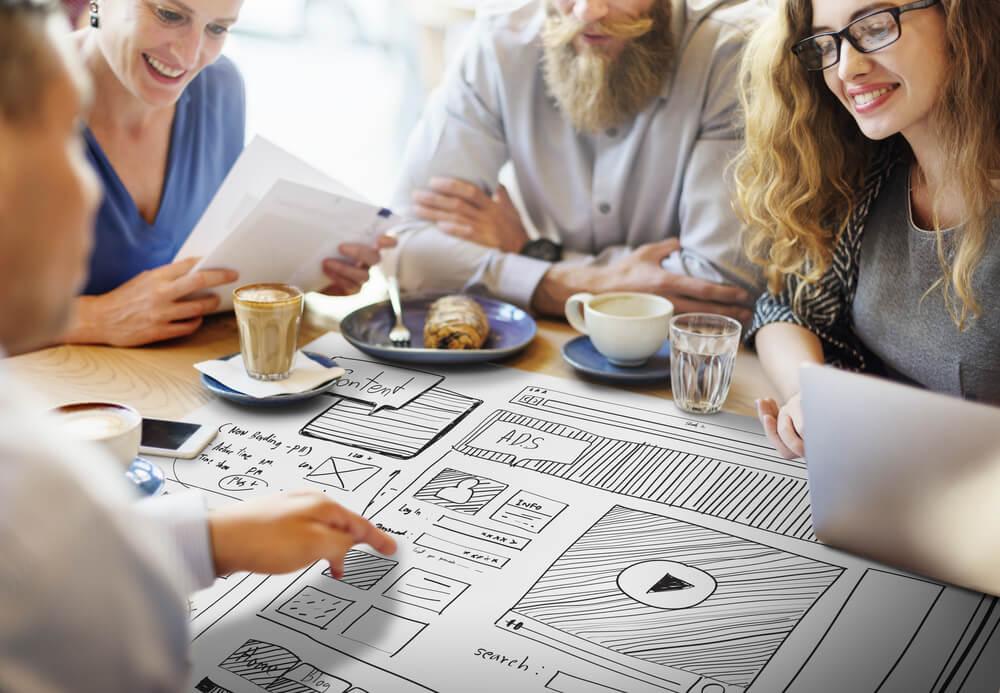 processo de criação de plano de mídia de grupo de colegas de trabalho
