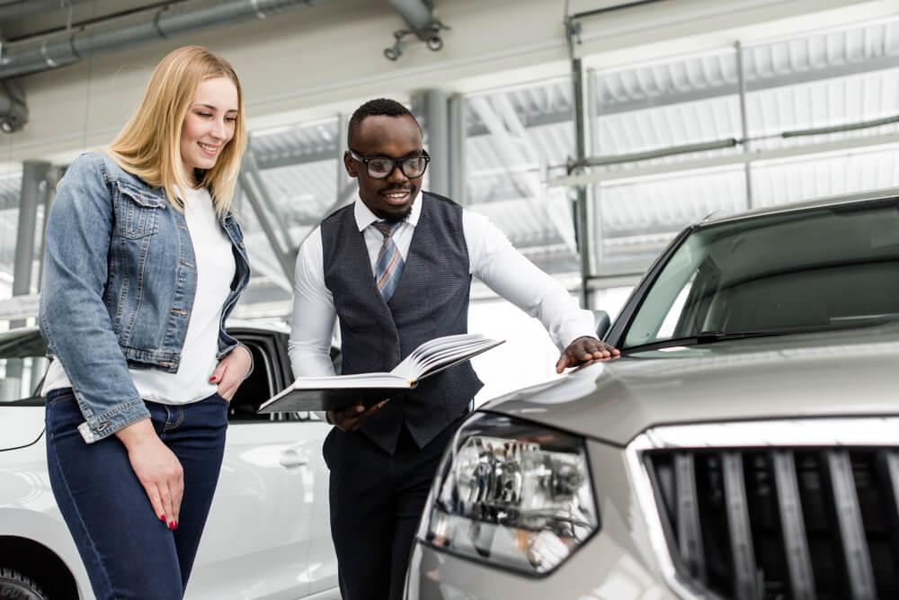 processo de venda interna em loja de automoveis