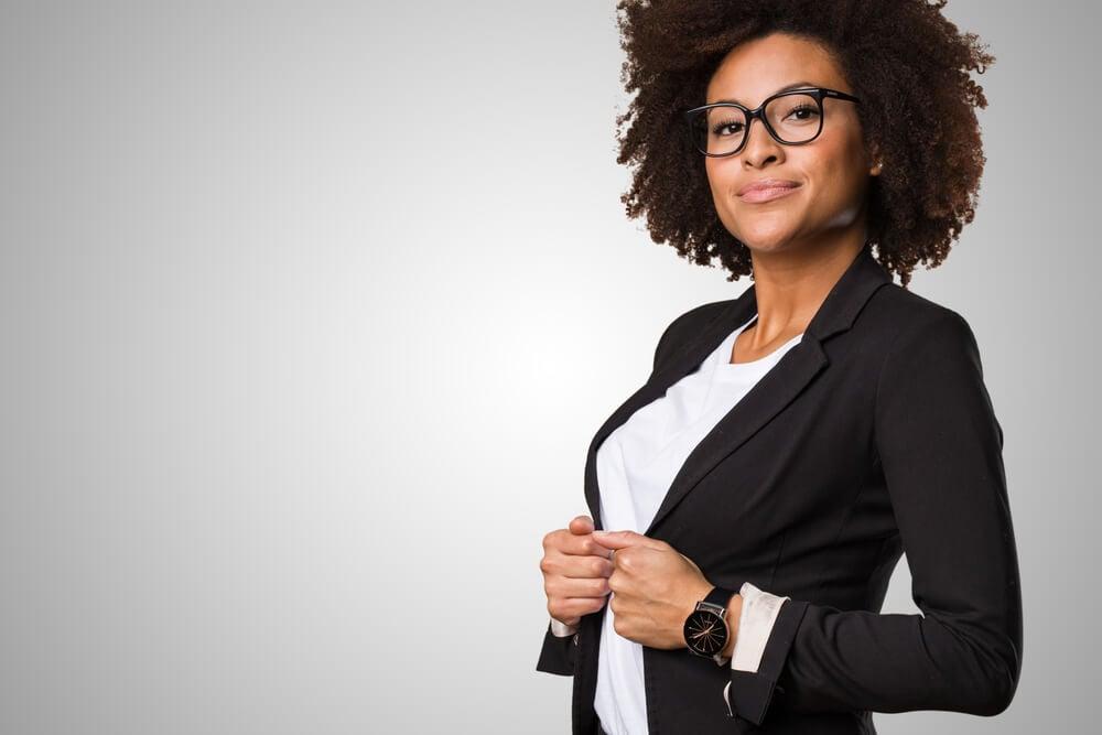 profissional de vendas com roupas executivas