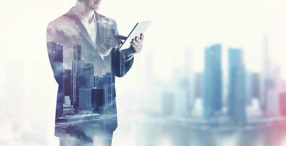 sobreposição de imagem de profissional e cidade