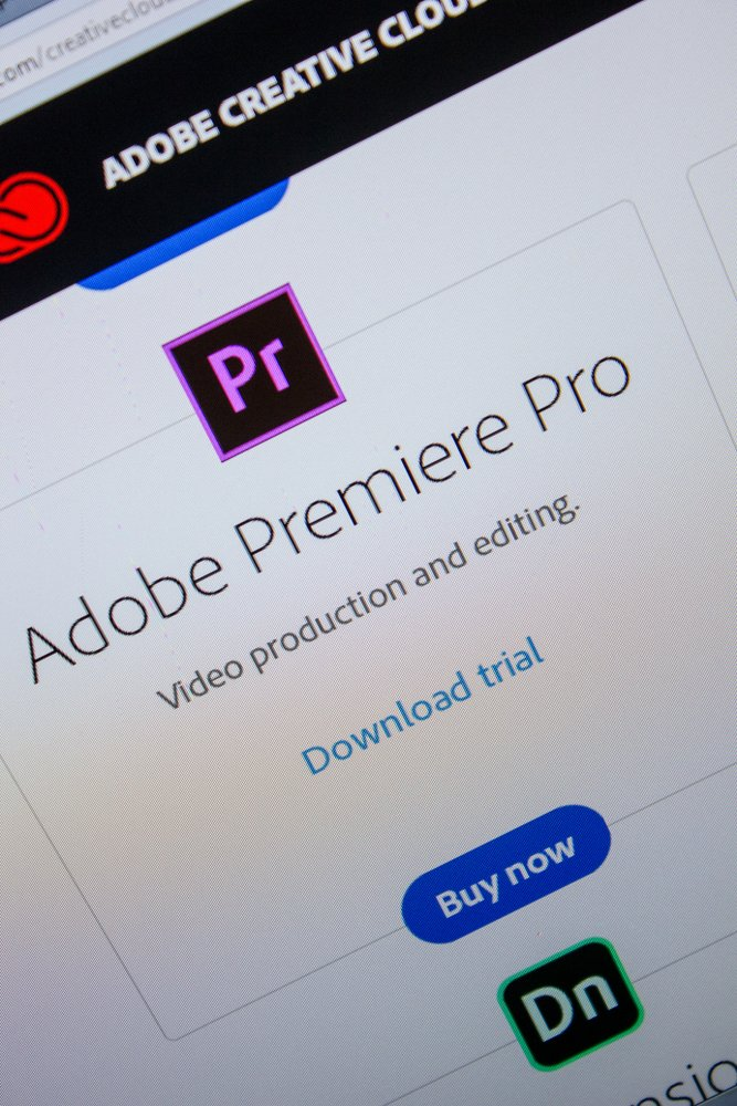 tela de computador com icone de aplicativo adobe premiere disponivel para download