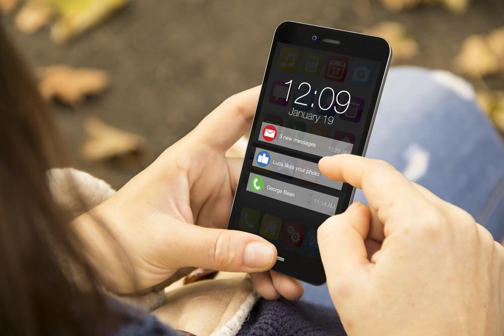 tela de smartphone com push notification