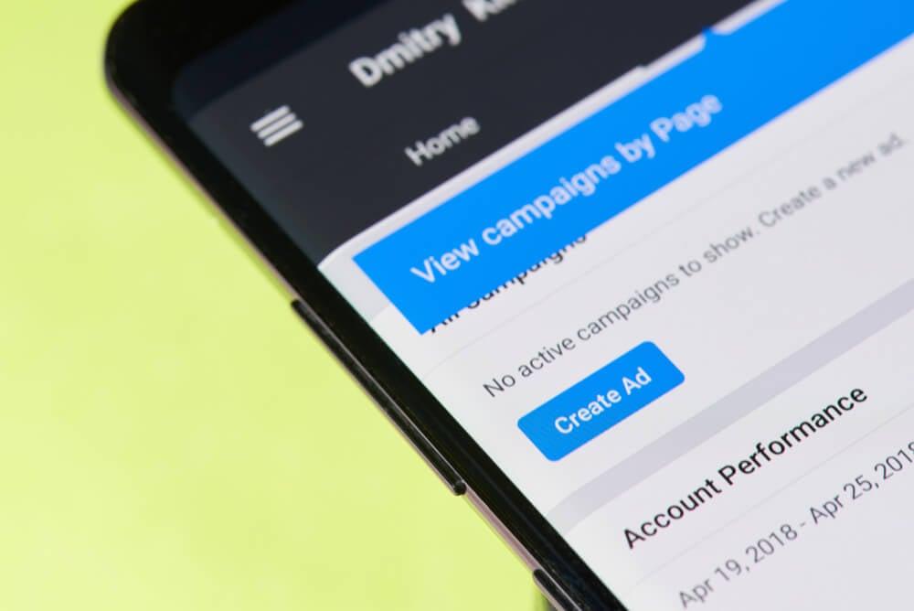 tela de smartphone em opçao criar ads em aplicativo