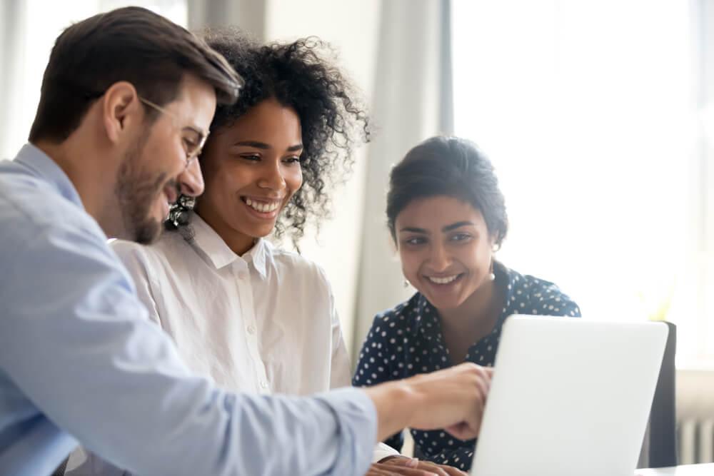 comunicação entre colegas profissionais de marketing