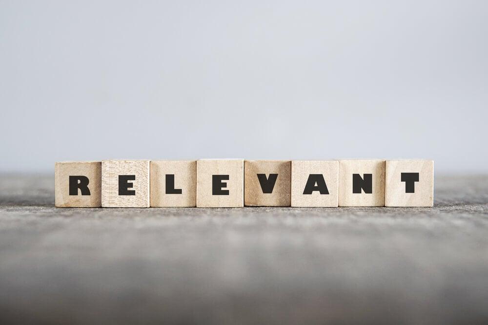 letras em cubos formando palavra relevante
