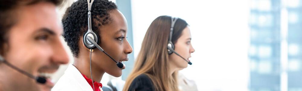 profissionais em vendas por telefone exercendo sua profissao