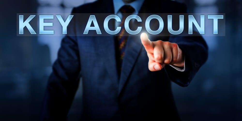 profissional assinalando título key account