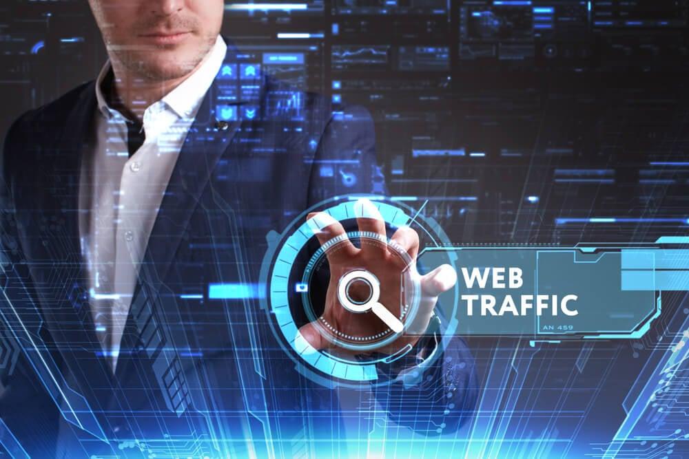 profissional que trabalha em tráfico web