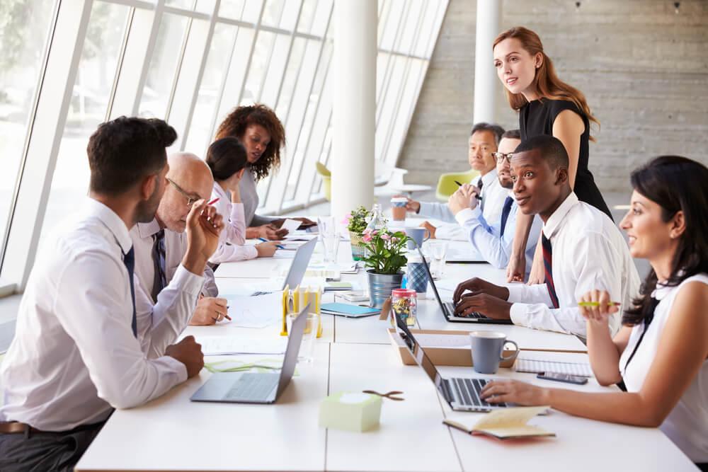 equipe com forte cultura organizacional dentro de empresa
