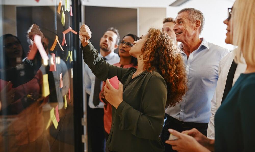 equipe empresarial na prático de elaboração de estratégia