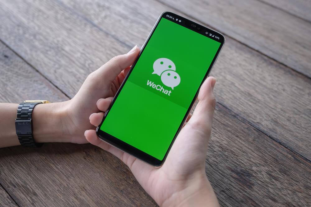 icone de aplicativo wechat em tela de smartphone