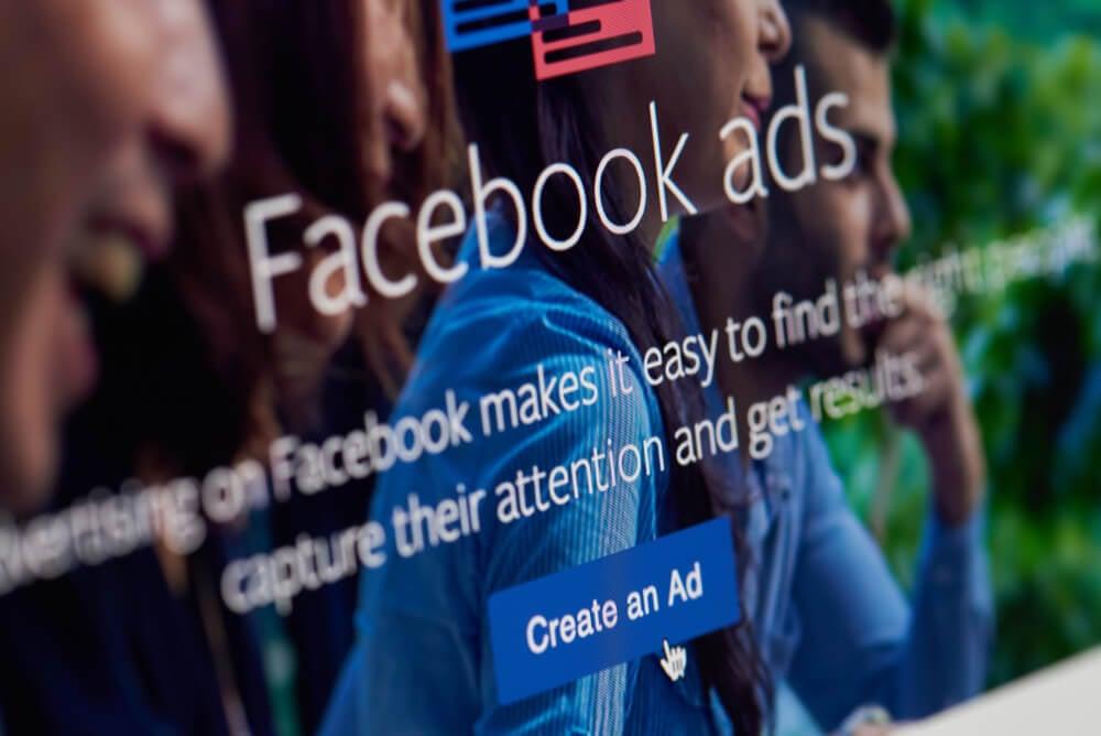 opçao criar anuncio no facebook em tela de computador
