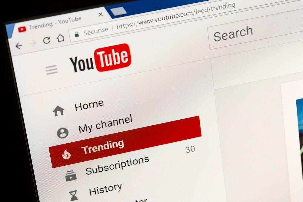 pagina inicial da plataforma youtube em tela de computador