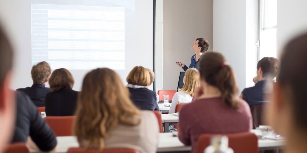 palestras e cursos como ferramenta auxiliar da criação de uma carteira de clientes