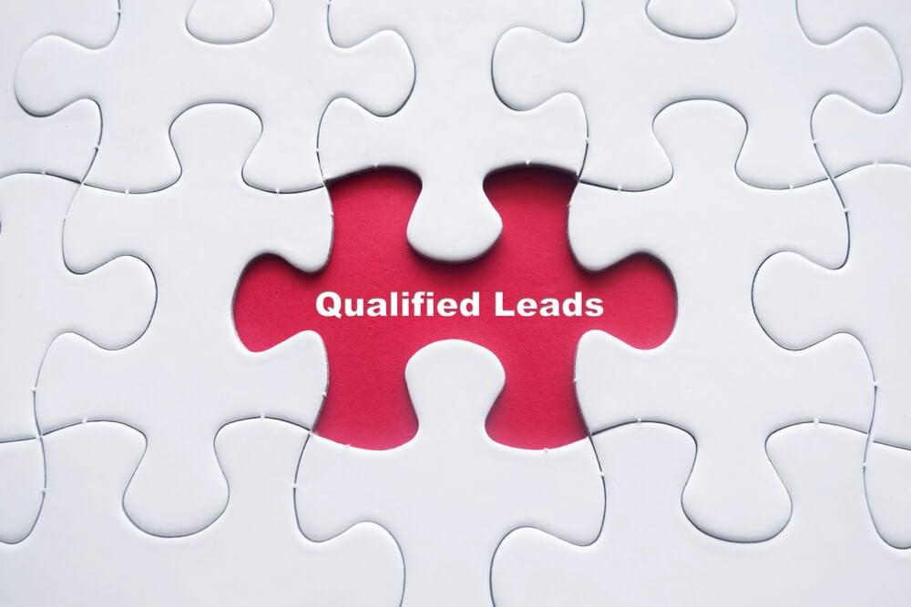 peças de quebra cabeça e título qualificar leads
