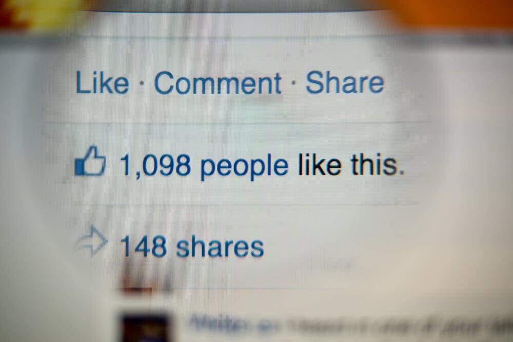 quantidade de curtidas em publicaçao do aplicativo facebook