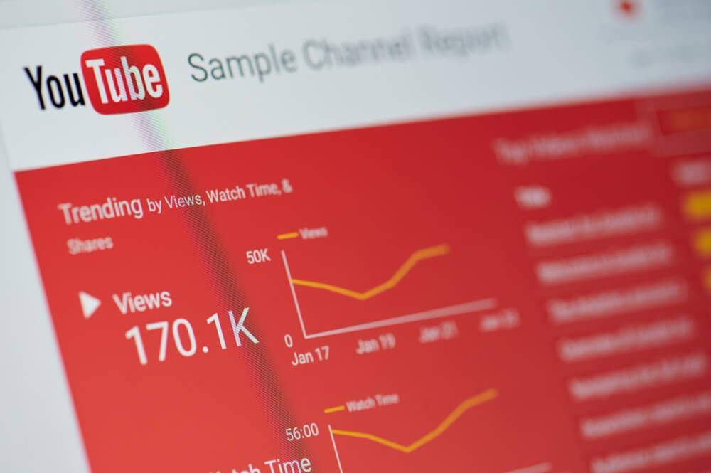 pagina de visualizaçoes em canal da plataforma youtube em tela de computador