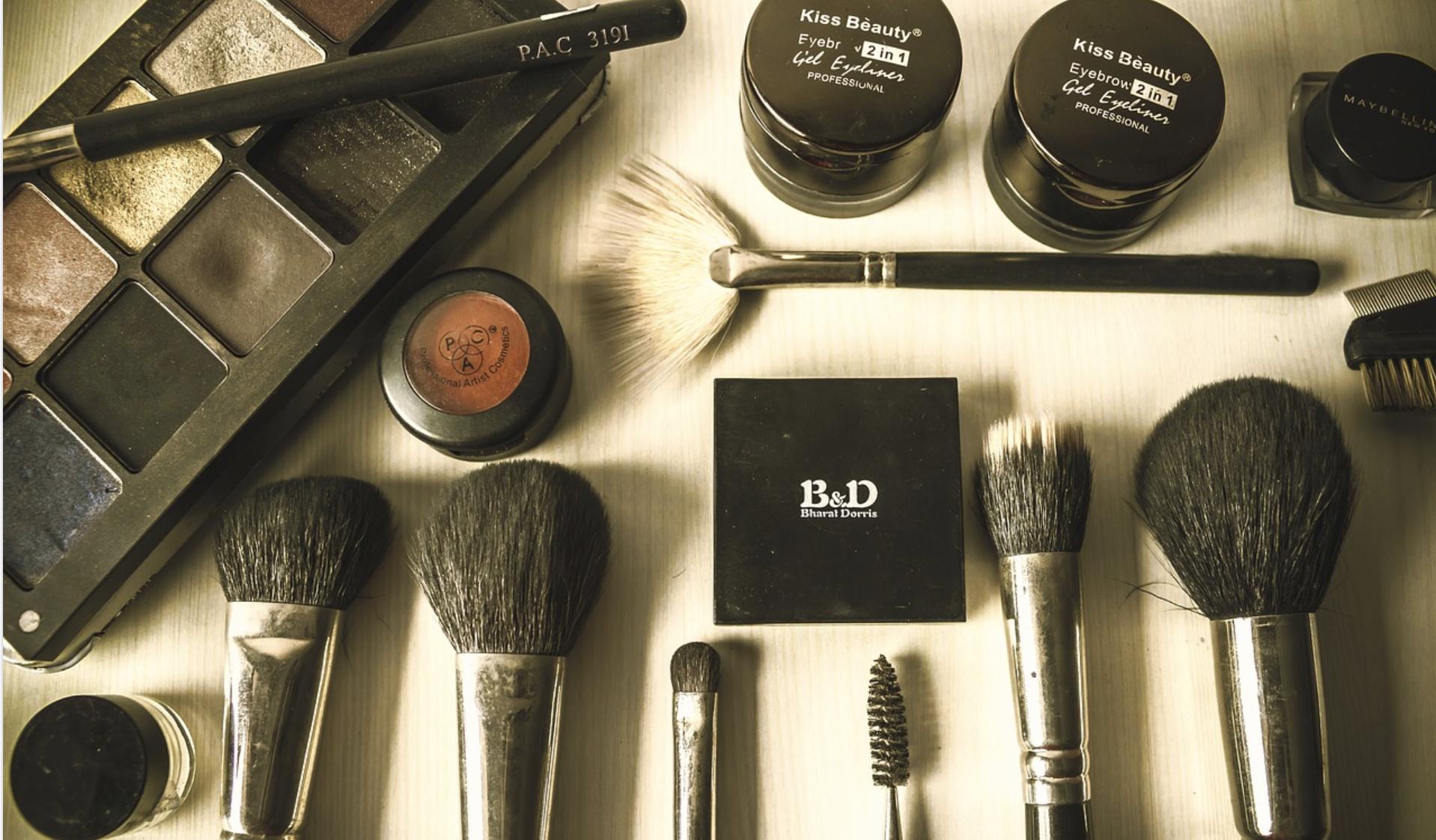 flat lay para fotos de maquiagem