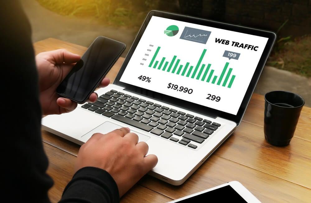 pontos positivos e negativos da compra de tráfego web