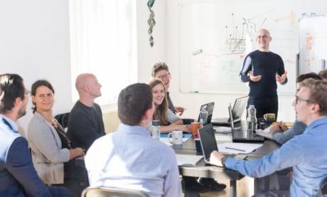 Apresentação de Empresa: Veja Como Criar a Sua (Com Modelo Pronto)